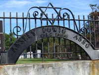 [iron sign at Anshe Dowig Cemetery]
